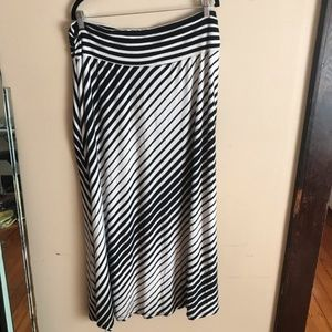 Bobeau | Size 3X. Made in USA. Black & White Skirt